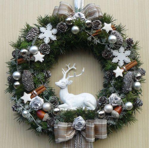 Tuerkranz-Weihnachten-weisser-Hirsch-braun-silber-ca-31-cm-Weihnachtskranz