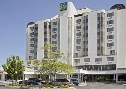The Quality Suites is ideally located near the Oakville Conference Centre & Banquet Centre & other local attractions, including Bronte Creek Park, Bronte Harbour, Glen Abbey Golf Club & Sheridan College. Business travelers will appreciate the convenience of an on-site business centre. Four meeting rooms can accommodate groups from 2 - 100. The Oakville hotel makes a great base for a Southern Ontario vacation, with close proximity to Toronto, Niagara, African Lion Safari & Flamboro Downs.