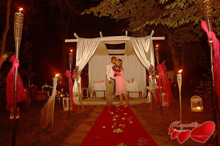 Ormanın Büyüsü - Romantik Evlilik Teklifleri - KIYMETLİM ORGANİZASYON  0551 214 2210 - 0555 749 9622 - info@kiymetlim.net  #evlilikteklifi #evlenmeteklifi #sürpriz #perili köşk #istanbuldaevlilikteklifi #evlilikteklififikirleri