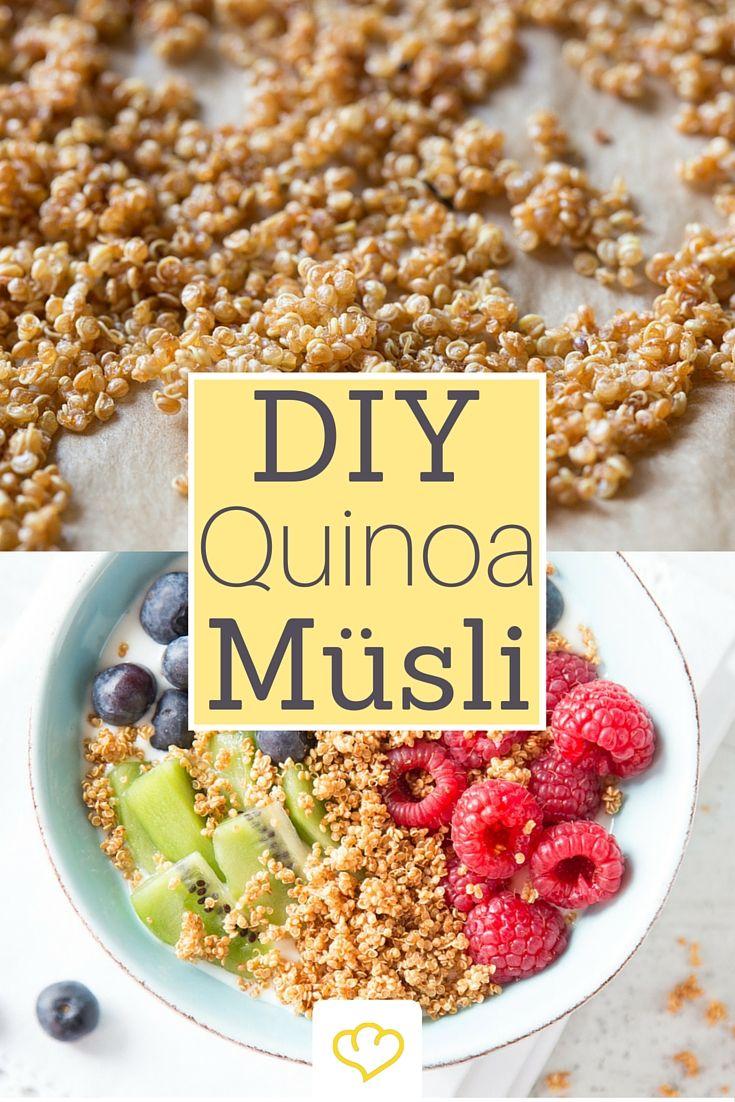 Klar könntest du gepufften Quinoa auch einfach in der Drogerie kaufen. Ist aber a) unverschämt teuer und schmeckt b) lange nicht so gut wie selbstgemacht. Denn dann erhält Quinoa ein besonderes Röstaroma und wird extra-knusprig! Das Tolle: Quinoa Crispies sind ohne viel Aufwand und in Windeseile gekocht, ähhhh gebacken. Alles was du dafür brauchst, sind Quinoa, Wasser, ein Kochtopf und ein Backblech.