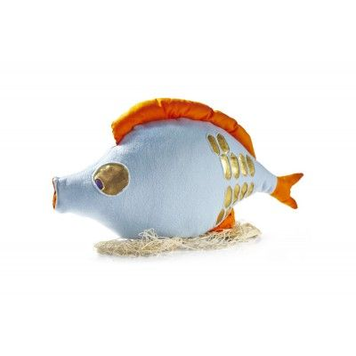 Carp – a delicious fish for Christmas Eve. Beware … it may speak at times! Made of light blue polar fabric decorated with golden scale appliqués, it has got eyes with purple pupils. The face and fins are made of orange cotton. Filled with silicone balls. Wrapped in fishing net.