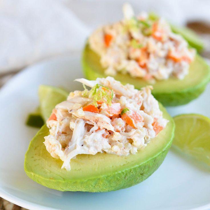 Avocat farci à la salade de crevettes et crabe :http://roxannecuisine.com/recette/avocat-farci-a-la-salade-de-crevettes-et-crabe/