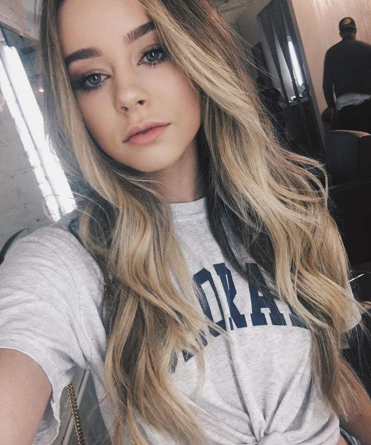 Love love love her hair and makeup