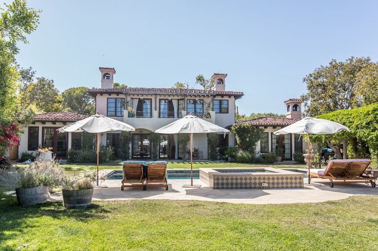 in Malibu, US. Private, gated Mediterranean 5,500 sq. ft. home on Point Dume in Malibu.  Featuring a gourmet cooks kitchen,  2 Master Suites and keys to a private beach. Peaceful retreat with stunning seasonal veggie garden and relaxing salt water pool and spa.