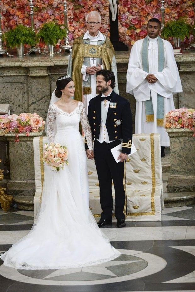 O príncipe da Suécia, Carl Philip, casou-se com a ex-modelo e estrela de reality show Sofia Hellqvist, na capela do palácio real em Estocolmo, neste sábado (13) (Foto: REUTERS/Pontus Lundahl/TT News Agency)