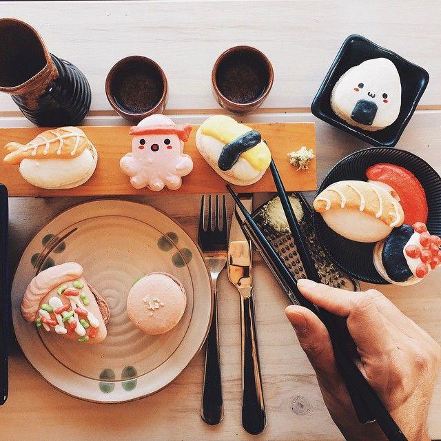 Macaron mealset: freshly grated wasabi, onigiri, amaebi, tako, tamagoyaki, salmon & tuna nigiri, ikura, pizza slice, & a burger emojiemojiemoji. Thank you #zipanguoc for providing us with the plateware emoji. #macaron #honeyandbutter