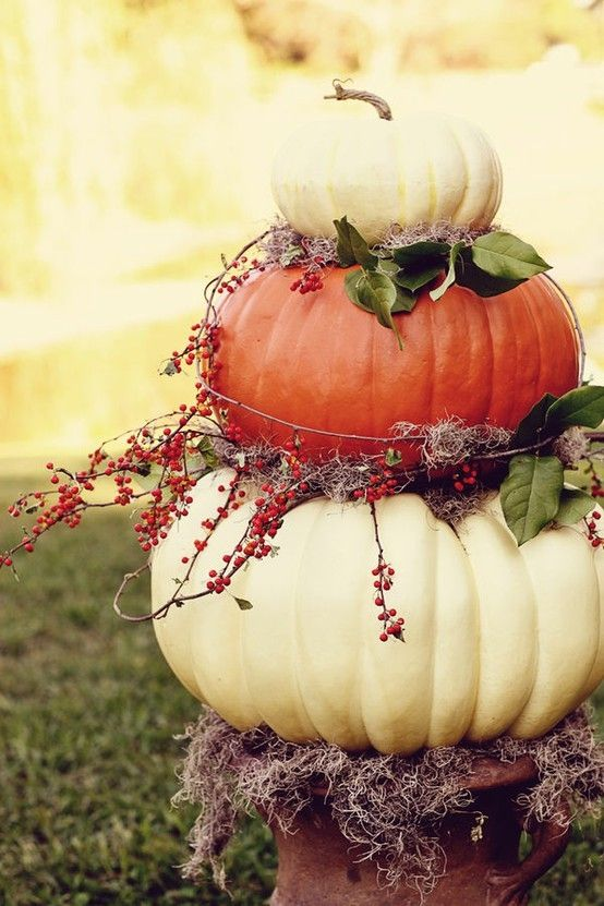 15 Fall Decor Ideas: Love these stacked pumpkins! | fall autumn decorating