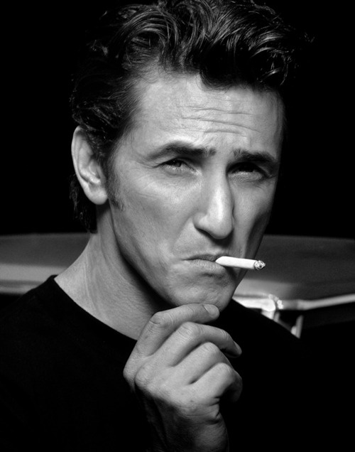 Sean Penn... Now who doesn't think he's cool?  In a crazy kinda way - of course!