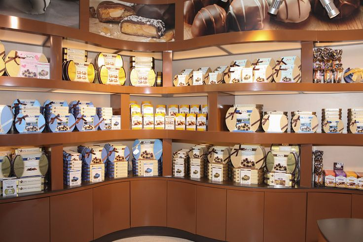 Jer's Chocolates airport store, fully merchandised and ready to go!