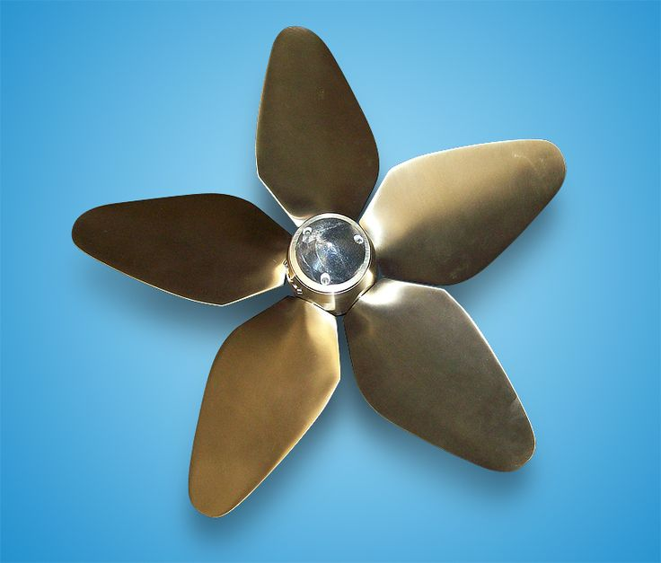 Front view MAX PROP self feathering variable pitch propeller Whisper model 5 bladed.