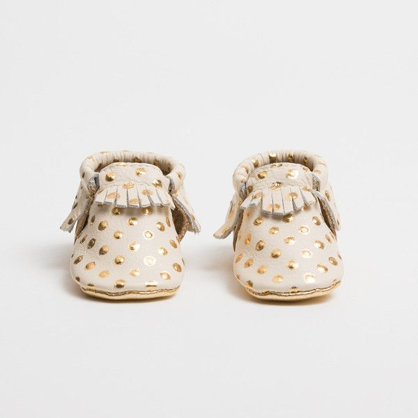 Freshly Picked soft soled baby moccasins feature a unique design with elastic at the opening. Shoes are easy to put on, easy to take off, and most importantly: stay on your child's foot. Soft-soled mo