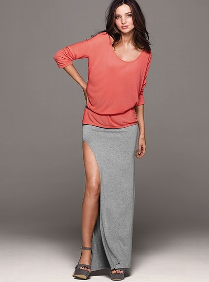 Miranda is one hot Mama. And I love that maxi skirt with its sexy slit. It's like the sweats day skirt for sexy moms.