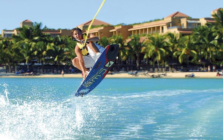 Mauritius – paratiisisaari on erityisesti vesiurheilusta pitävälle morsiusparille sopiva häämatkakohde. Toki vehreä luonto tarjoaa myös tutkittavaa. Valkoiset hiekkarannat, turkoosi vesi ja ihana kreolikeittiö kruunaavat matkan. Sopiva kohde ympäri vuoden.