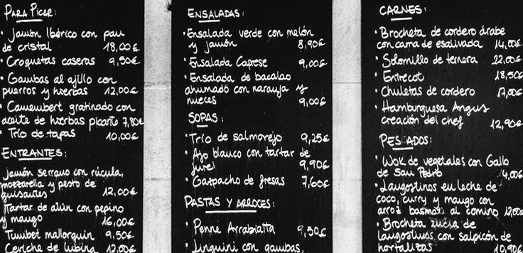 Mallorcas Küche ist ländlich geprägt. Das bedeutet, es gibt viele rustikale Gerichte mit Zutaten, die von der Landwirtschaft der Region erzeugt werden. Viele Speisen werden mit Fleisch zubereitet oder bestehen aus deftigem Gemüse, zum Beispiel Kohl. Gute einheimische Restaurants findet man oft im Landesinneren, abseits der Touristengebiete an den Küsten. Auch in den rustikalen Cellers,