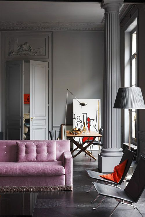 Ooh, saw and loved this place in Elle Decoration! Lovely grey with gorgeous pale pockets of colour like the soft pink sofa and collections of glass vases.