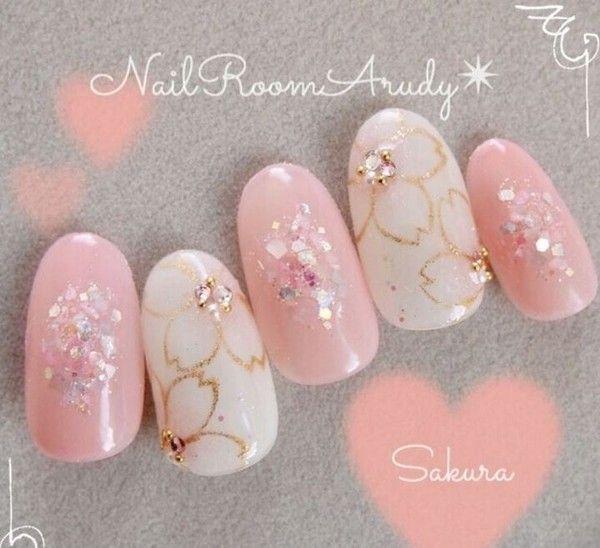 ホワイト×ピンク×ゴールドの華やか桜ネイル