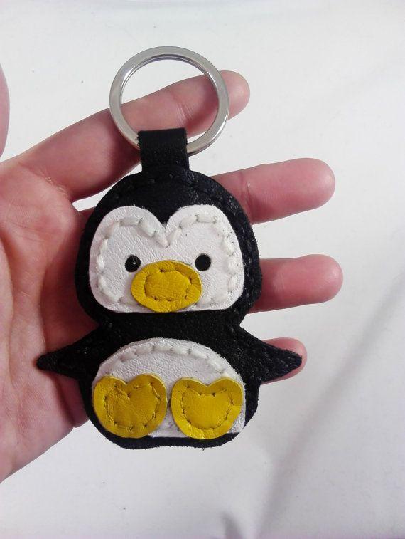 llavero cuero pingüino cosido a mano por JYNleather en Etsy
