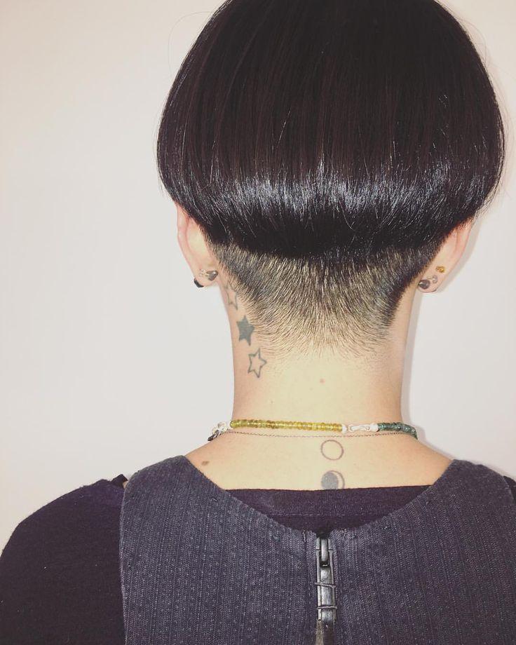 こんな刈り上げも素敵です☆ Hair by ノベオカ(@eimi_no ) #knowhairstudio #hairstyle#hairsalon#shorthair#winterstyle#osaka#umeda#hairsalon#刈り上げ#おすすめスタイル#提案#冬スタイル#大阪#梅田#ヘアサロン
