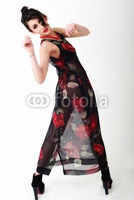 Ragazza con vestito a fiori