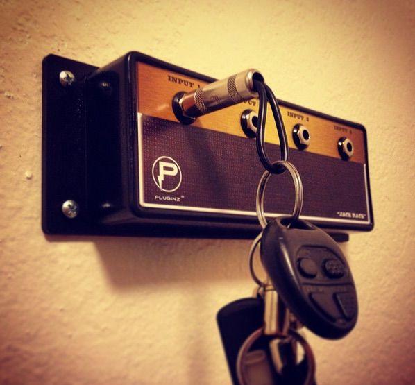 ちょっと面白いキーホルダーを見つけました。ロック好き必見の、その名も「PLUGINZ KEYCHAINS」。  […]