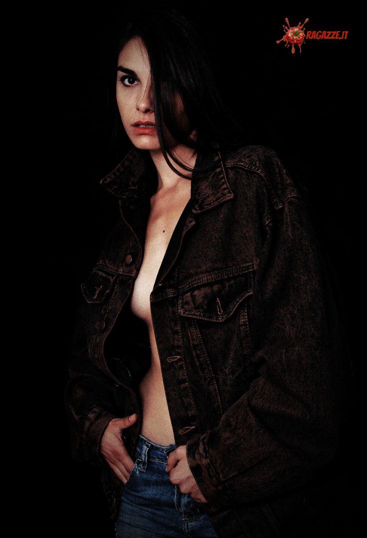 Produzione: www.officinacreativa.us   Web Magazine: www.ragazze.it    #denim #jacket #vintage #jeans
