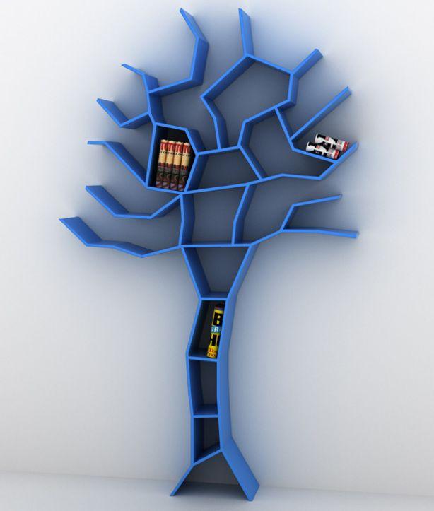 een boekenkast in de vorm van een boom