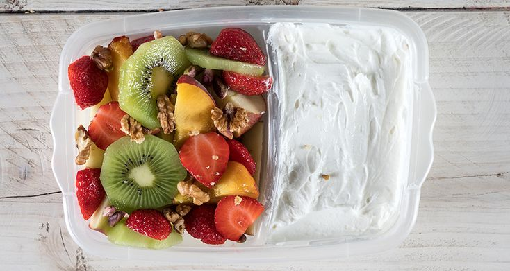 Τάπερ με φρούτα και γιαούρτι