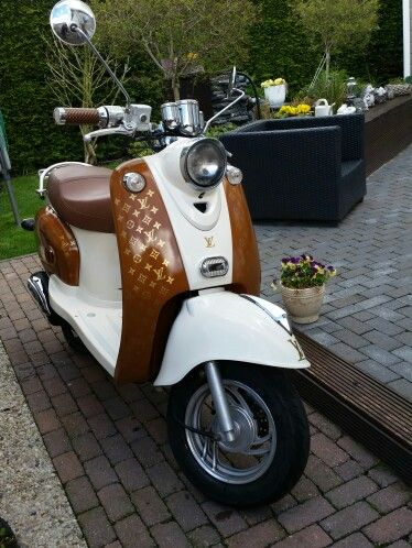 Retro Scooter ,, louis Vuitton 2,,