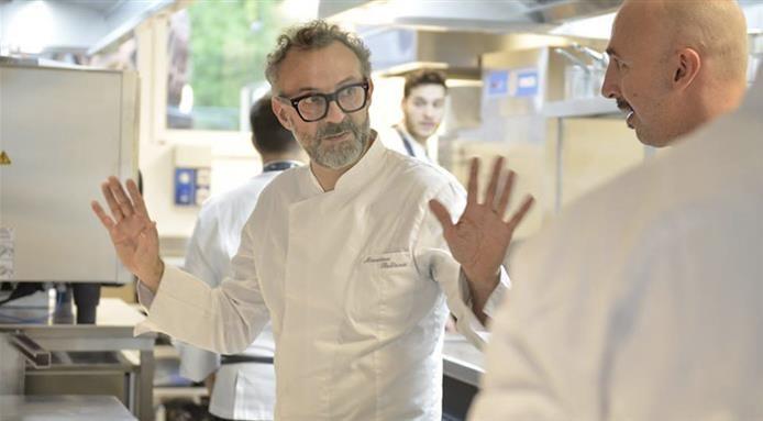 Video esclusivo di alcuni momenti dell'inaugurazione del ristorante #identitàExpo con lo chef Massimo Bottura. Illuminazione Davide Groppi. Video realizzato da FineDiningLovers.