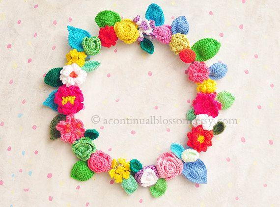 Very pretty crochet wreath: Crochet Flowers, Wreath Idea, Crocheted Wreath, Pretty Crochet, Crochet Wreaths, Blossom Crochet, Crafty Ideas