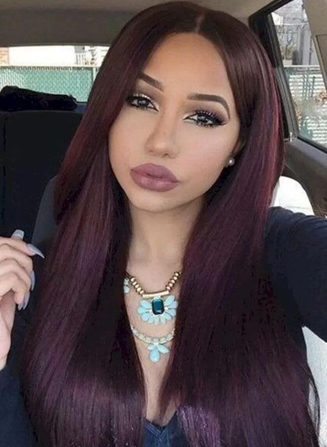Tintes de cabello para estilizar y perfilar tu rostro que dominarán en el 2021   Nueva Mujer Black Cherry Hair Color, Wine Red Color, Hair Color For Black Hair, Cool Hair Color, Red Colour, Red Wine, Long Burgundy Hair, Fall Hair Colors, Hair Quality