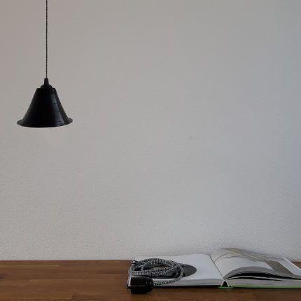 MINI enkele hangLamP 💡  Deze enkele hang LamP past in elk interieur. Mooi als een plafondlamp voor de eettafel . Elke lampenkap is anders, omdat elke vinylplaat anders en uniek is! -------------------------- MINI single ceiling light 💡  This LamP fits every interior. Nice as a ceiling light above a dining table. Every LamP is different, because every vinyl record is different!