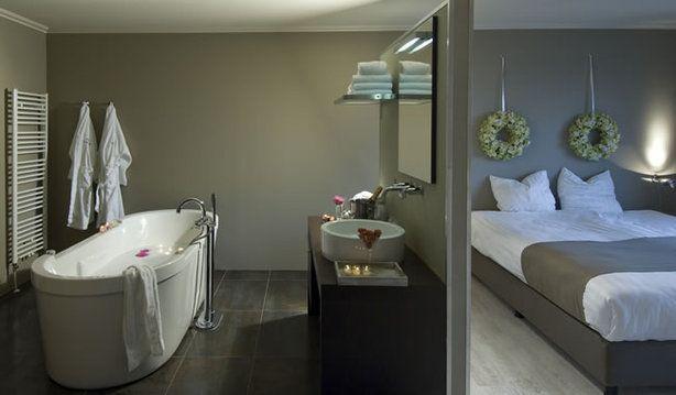 34 best Badkamer in slaapkamer images on Pinterest | Bathroom, Attic ...
