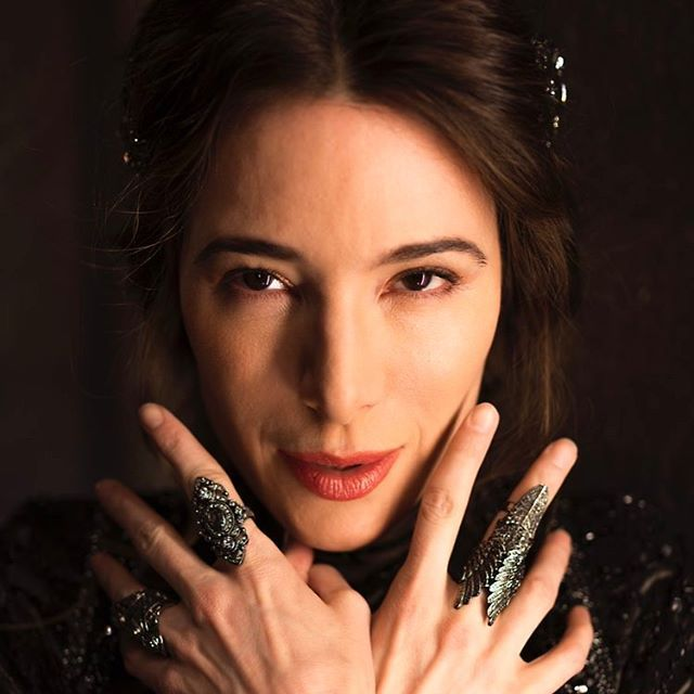 Behold....The fantastic Jaime Murray as The Black Fairy, in between takes while filming Once Upon a Time. #once #onceuponatime #blackfairy #abc #disney