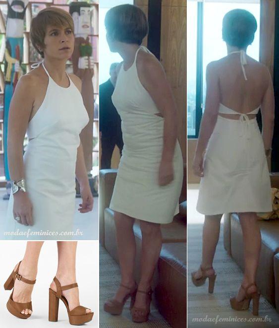 """O vestido branco curto, de costas nuas e com duas amarras é lindo e deu total jovialidade à Helô. Não podia faltar a sua sandália marrom predileta de salto alto. A marca da sandália da imagem é Bebecê e o vestido é da estilista Andrea Marques - casual style - """"A Lei do Amor""""   http://modaefeminices.com.br/2016/10/30/vestidos-da-helo-da-novela-lei-do-amor/"""