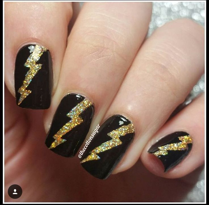 ️Lovin' these lightning nails by the fab @thecottonsugar! Maria is using our Lightning Nail Vinyls. Find them at: snailvinyls.com