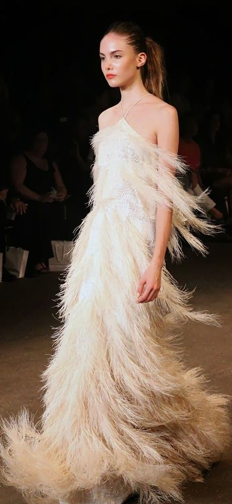 Beautiful gown of feathers feathers fineries for White feather wedding dress