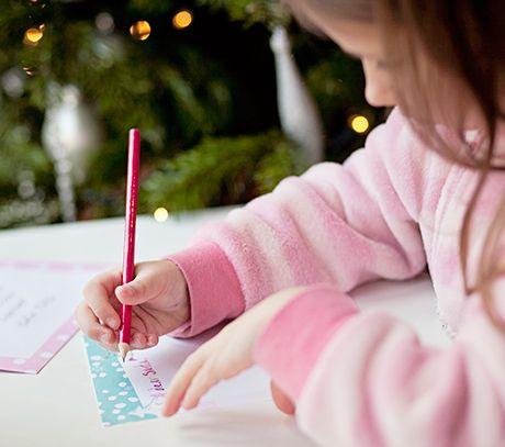 Julemandens adresse! Post Danmark lover, at alle børn og barnlige sjæle der skriver til julemanden får svar ...
