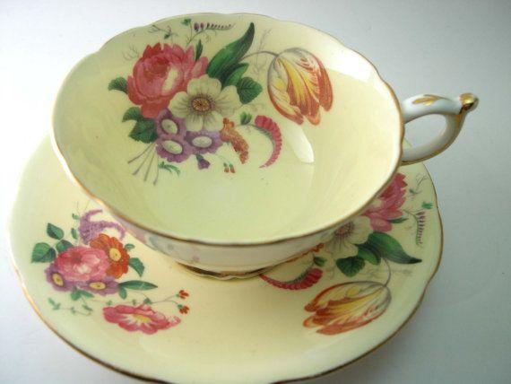 Vintage Paragon Tea cup y Saucer, taza de té amarillo con flores, Inglés Bone China, luz amarilla taza de té y plato.