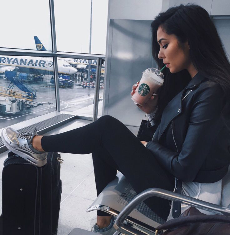 25 Best Ideas About Airport Outfits On Pinterest Basic Outfits Black Coat Outfit And Kendall