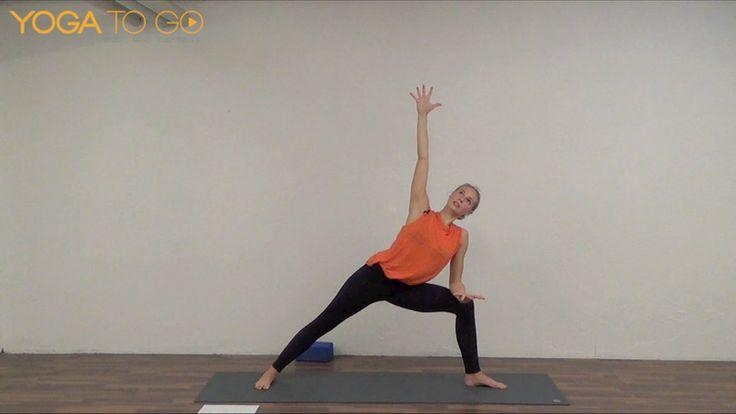 En vinyasa klasse med aktivitet i alle kroppens muskler – også musklerne mellem skulderbladene. Hele kroppen mærker flowet, som du skaber med din vejrtrækning, og vi arbejder på en bedre holdning, hvor skulderne ikke falder frem over brystet – en typisk tendens ved