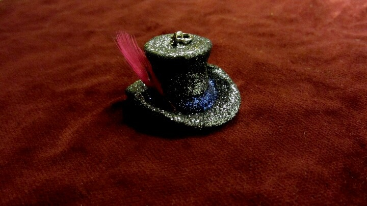 Mad Hatter's hat. Handmade necklace of synthetic clay, glitter and feather
