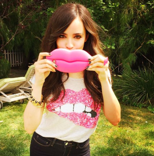 Sofia Carson // Tiger Beat Photoshoot wow i love evie from descendants who is sophia carson in real life