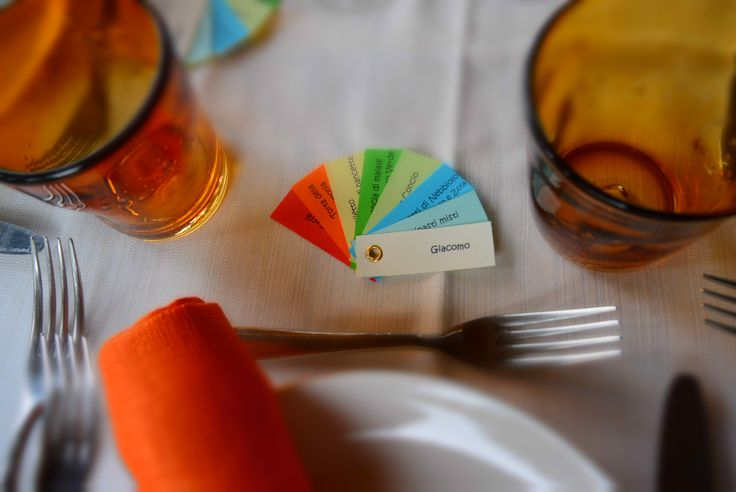 Segnaposto e menù a ventaglio arcobaleno