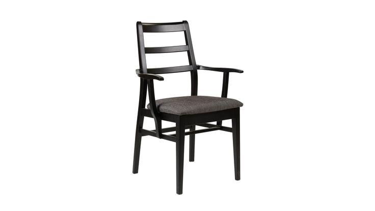 Stol och karmstol Cliff andas verkligen 50-tal. Mjuka former i lätt design. Cliff passar utmärkt tillsammans med flera av våra matbord som till exempel Simply.