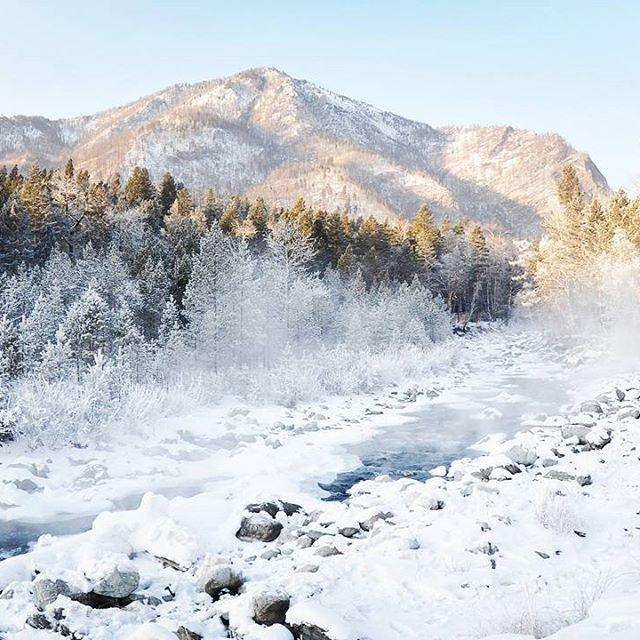 Это ли не прекрасно?  ・・・ Река Кынгарга. Горы Восточного Саяна, южная Сибирь. Река Кынгарга, на берегах которой расположился курорт Аршан, берет свое начало у водораздела в Тункинском хребте и является типичной горной рекой. ・・・ #Lifeintravel #travel #trip  #siberia #ялюблюсибирь #ilovesiberia #russia #россия #сибирь #снег #snow #adventure #фото #фотограф #photography #photographer #nature # ・・・ Друзья, нам необходимо разработать логотип и новую обложку, предлагайте свои варианты в директ…