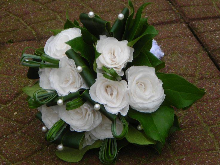 Bruidsboeket papieren rozen