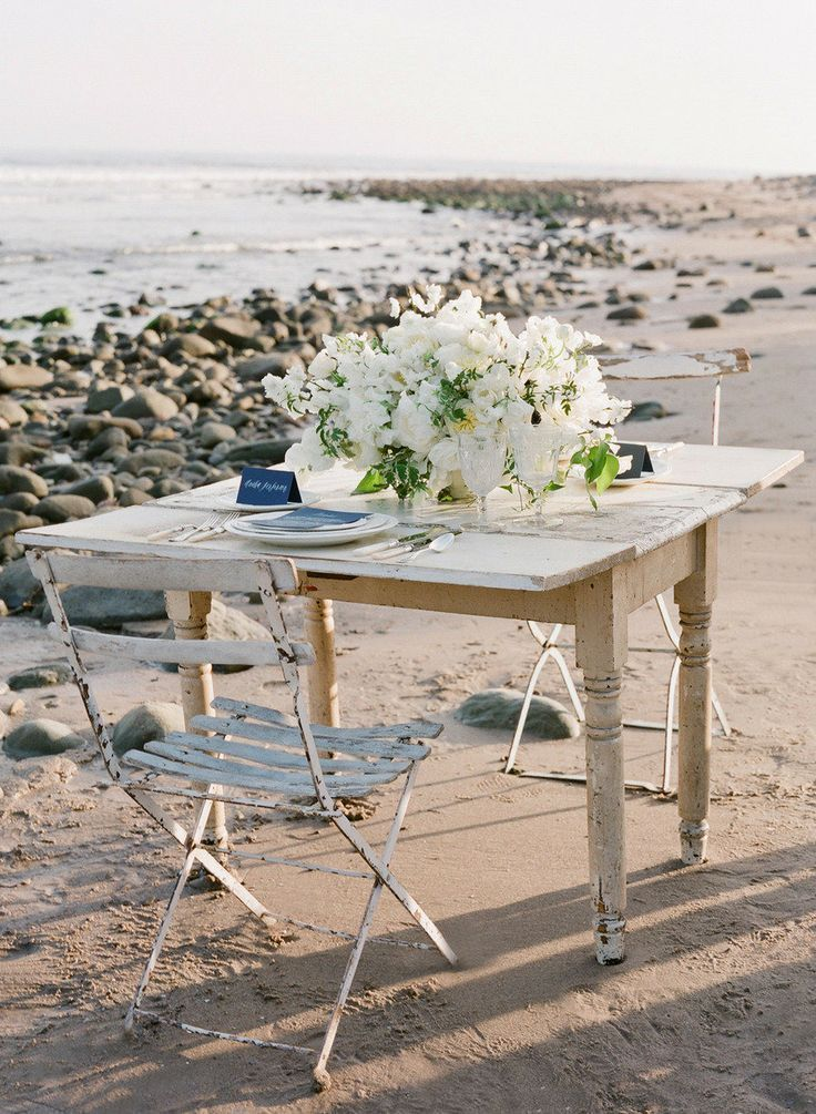 Beach Sweetheart Table | Photo by Jose Villa