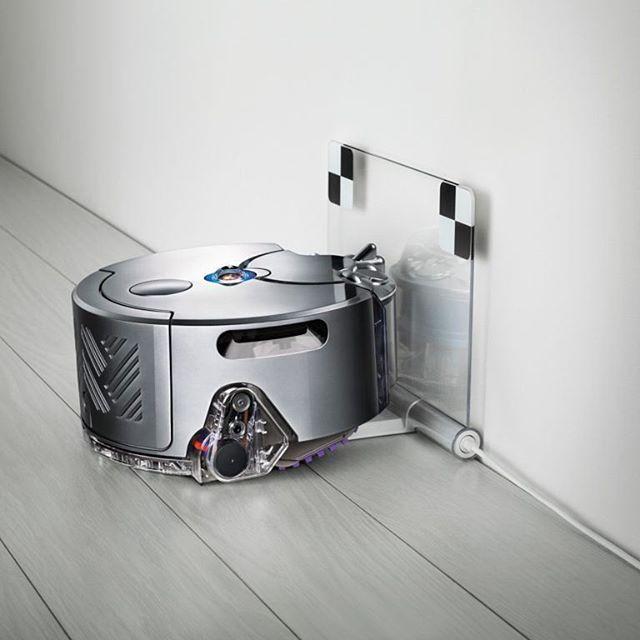 Dyson 360 Eye es un pequeño robot que funciona de manera metódica alrededor de la casa y si se queda atascado en alfombras o zapatos se apaga navega su camino de vuelta a la seguridad y comienza de nuevo. La aplicación permite programar cuando se desee que el robot comience a limpiar y aspirar. #robot #Dyson360Eye #casa #hogar #limpieza #home #inteligente #smart #rrmx #lujo #luxury  via ROBB REPORT MEXICO MAGAZINE OFFICIAL INSTAGRAM - Luxury  Lifestyle  Style  Travel  Tech  Gadgets  Jewelry…