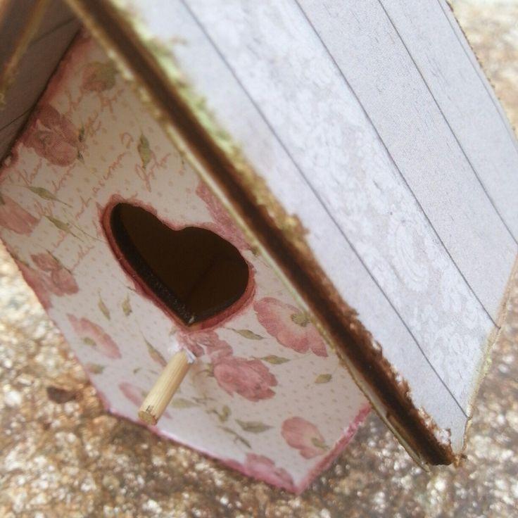 """Casita de madera"" Ya podéis ver el paso a paso de esta casita de madera en mi blog https://luciascrapeatumundo.blogspot.com.es/2016/02/casita-de-madera.html Espero que os guste mucho a todos!!"